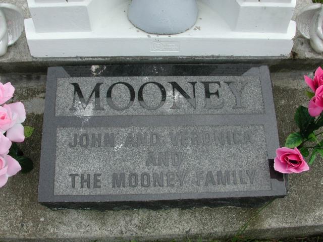 MOONEY, John (xxxx) & Veronica & others STM01-8110