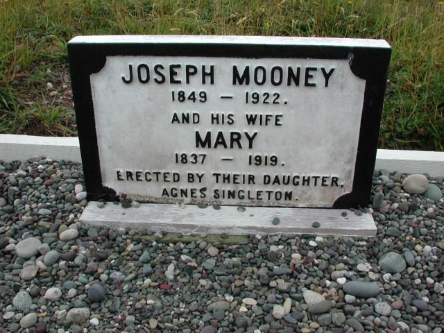 MOONEY, Joseph (1922) & Mary (1919) BRA01-7742
