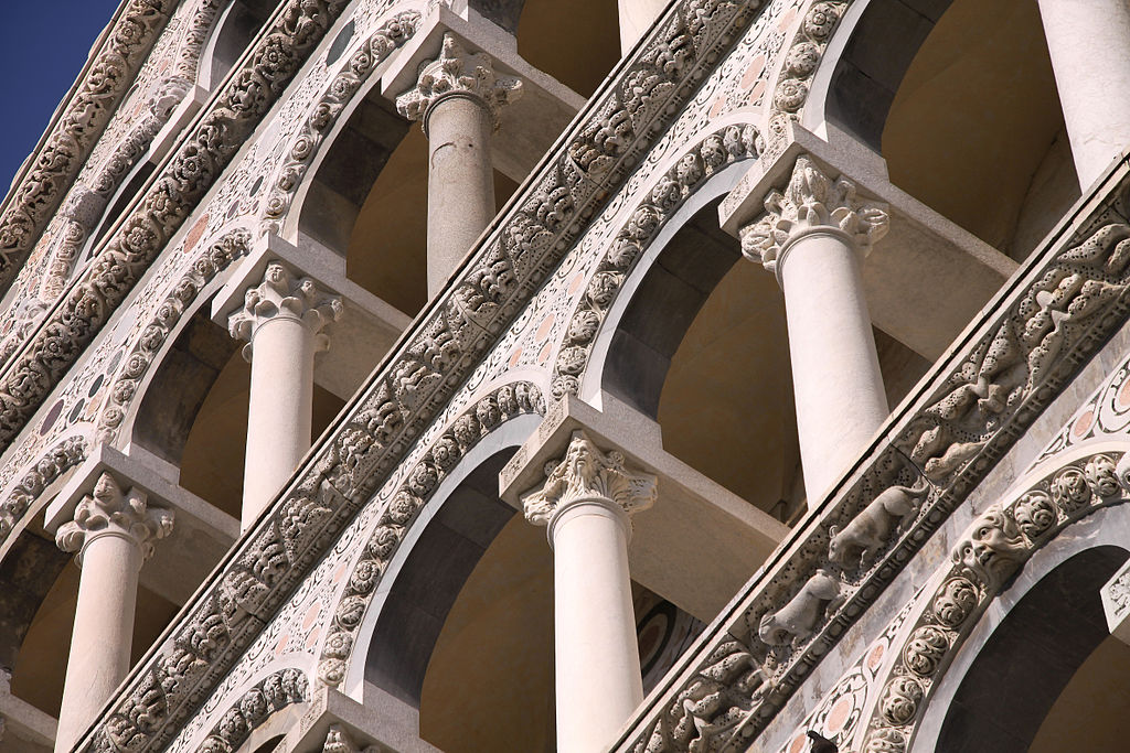 1024px-Pisa_-_Cathedral_-_Facade_1052